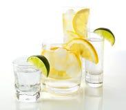 Boissons avec le citron et la limette. photographie stock