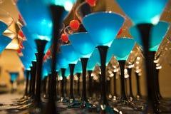 Boissons de cocktail avec la cerise rouge Photographie stock libre de droits