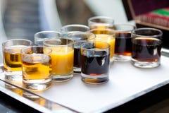 Boissons non alcoolisées sur le plateau photos stock