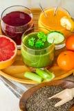 Boissons vertes, jaunes et rouges Image stock