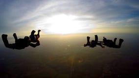 Boituva São Paulo Brazil på Oktober 6, 2018: Ett lag av 4 yrkesmässiga fallskärmshoppare hoppar från hoppa fallskärm lager videofilmer