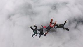 Boituva São Paulo Brazil på Oktober 6, 2018: Ett lag av 4 yrkesmässiga fallskärmshoppare hoppar från hoppa fallskärm arkivfilmer