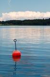 Boje auf Wasser im schwedischen Archipel Stockbilder