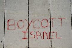 'Bojkotta Israel' grafitti på den israeliska avskiljandeväggen Royaltyfria Foton