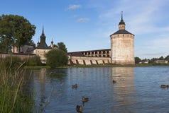 Bojler i Blacksmith górujemy Cyril Belozersky monaster Miasto Kirillov, Vologda region, Rosja obrazy stock