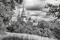 Bojnice - en av de mest härliga slottarna i Slovakien Arkivfoton