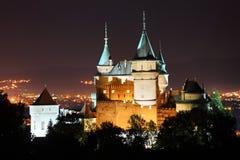Bojnice Schloss nachts lizenzfreie stockbilder