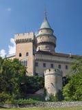 Bojnice-Schloss und romantische Türme Stockfotografie