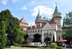 Bojnice slott i sommar, Slovakien, Europa Royaltyfri Fotografi