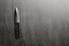 bojowy nożowy ostrze na ciemnym backround fotografia royalty free