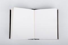 bok öppnad white Royaltyfri Foto