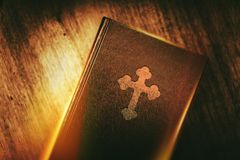 Bok av kristendomen arkivbild