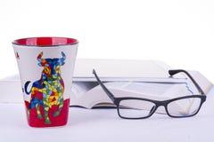 Bok exponeringsglas, kopp, minnestavla Royaltyfri Bild