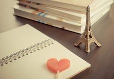 Bok för dagbok för Paris valenintesförälskelse Royaltyfria Bilder