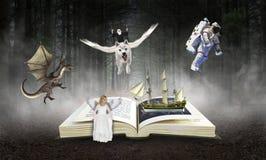 Bok läsning, fantasi, sagobok, berättelser Royaltyfria Foton