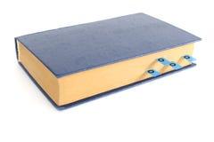 Bok med bokmärker på en vit bakgrund Royaltyfria Foton