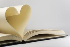 Bok med hjärta-formade sidor Royaltyfri Bild