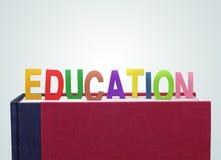 Bok med utbildningspapperssnittet Royaltyfria Bilder