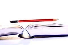 Bok och blyertspenna Fotografering för Bildbyråer