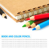 Bok och färgrika blyertspennor som isoleras på vit bakgrund Royaltyfria Bilder