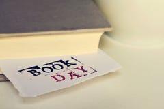 Bok- och för textbok dag i ett stycke av papper Arkivfoton