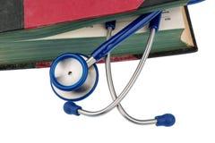 Bok och stetoskop royaltyfria foton