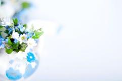 Bok och vildblommor Royaltyfria Bilder