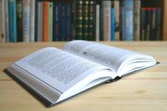 bok som läs till Royaltyfria Foton