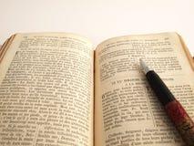 Boka en skriva arkivfoto