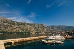Boka-fjärd berg- och fartygmarina Royaltyfri Foto