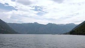 Boka fjärd i Montenegro Härliga berg och kristallklart hav arkivfilmer