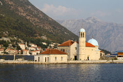 Boka Kotorska海湾的, Montenegro海岛教会 库存照片