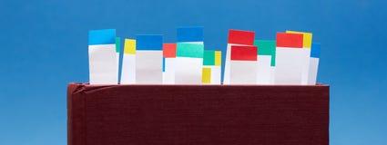 Boka med bokmärkear arkivfoton
