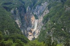 Boka vattenfall, Bovec dal, Slovenien Arkivbild