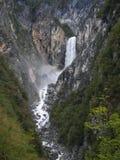 Boka vattenfall nära Bovec i Julian Alps Royaltyfri Fotografi