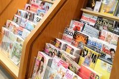 Bokar och tidskriftlagret Arkivfoton