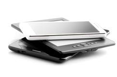 Bokavläsare Tablet And Phone på vit Royaltyfri Fotografi