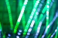 Bokeh点燃,在绿色抽象背景的闪烁迷离斑点光 免版税图库摄影