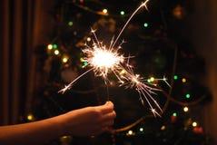 Bokeh της γιρλάντας και των sparklers Χριστουγέννων στοκ φωτογραφία