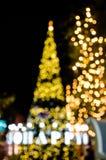 Bokeh του χριστουγεννιάτικου δέντρου και του κειμένου ευτυχών Στοκ Εικόνες