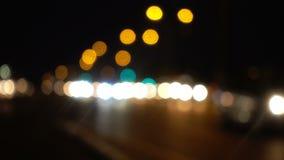 Bokeh движения вечером в городе сток-видео