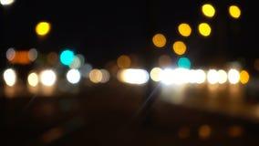 Bokeh движения вечером в городе акции видеоматериалы