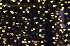 Bokeh предпосылки золота освещает нежность сердца, предпосылку сердца красочную Стоковое фото RF