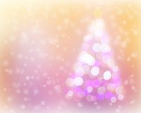 抽象圣诞树光bokeh和雪背景 免版税库存照片