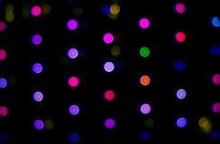 抽象庆祝圣诞节和新年事件背景的背景五颜六色的圆的淡色Bokeh圈子 图库摄影