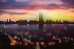 Bokeh abstracto de la puesta del sol hermosa en Songkhla Tailandia Citys foto de archivo