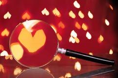 Bokeh abstrait de coeur par la loupe Concept de l'amour, V Image stock