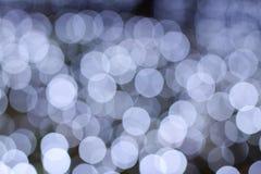 Bokeh av vitt ljus med mörk bakgrund Royaltyfria Foton