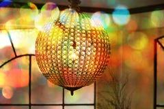 Bokeh avec un lustre de boule de cristal Images stock