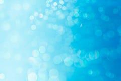 Bokeh błękitny i biały miękki pastelowy tło z zamazanymi światłami Obrazy Royalty Free
